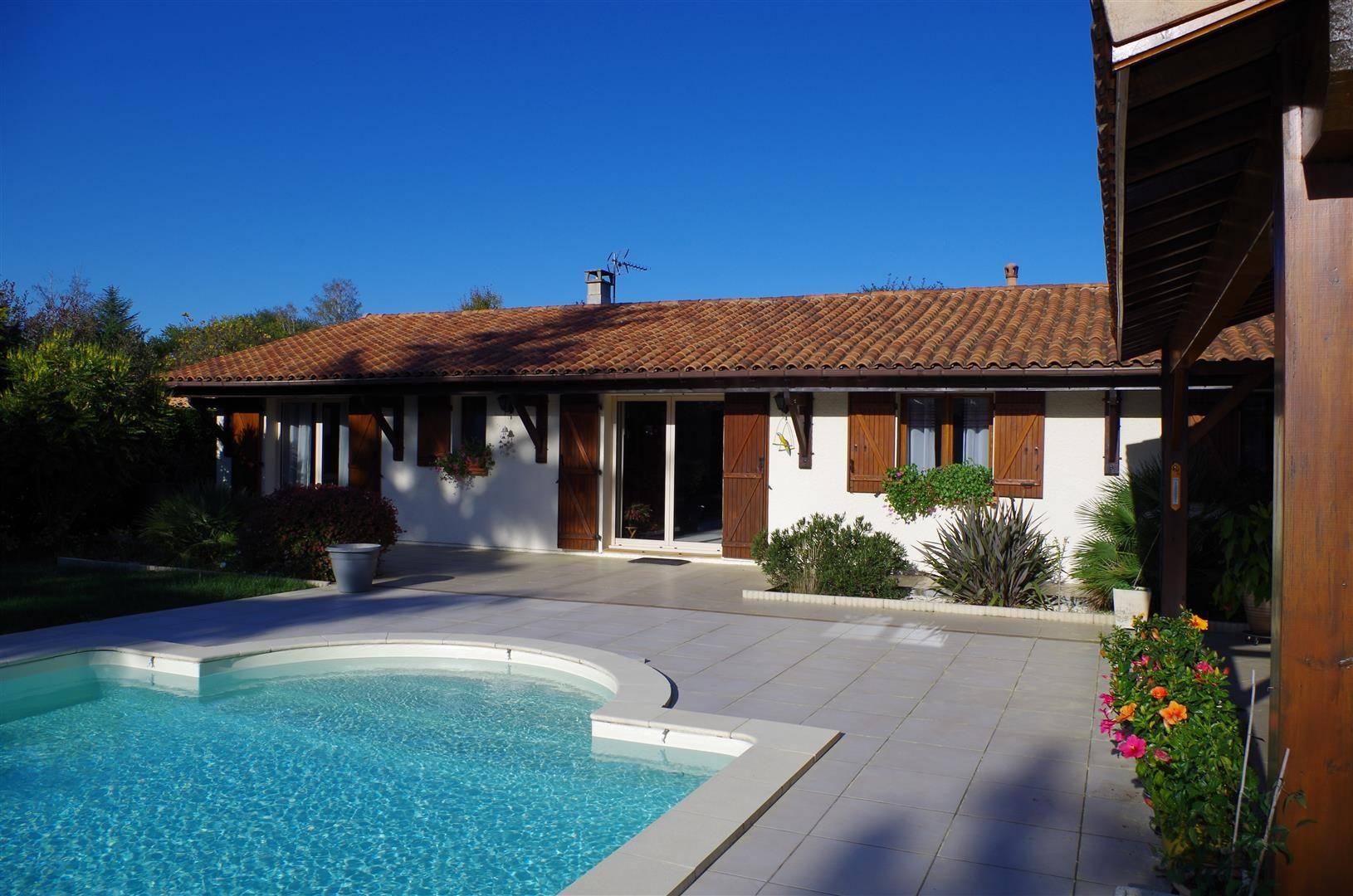 Maison plain pied, 134m², 4 chambres sur 1773m² de jardin ...